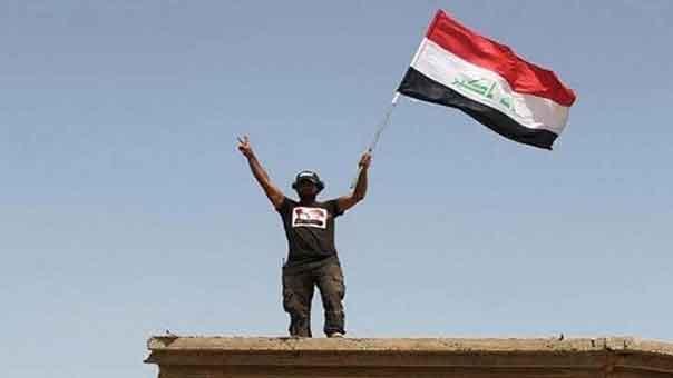 """رفع العلم العراقي فوق """"مركز هيت"""""""