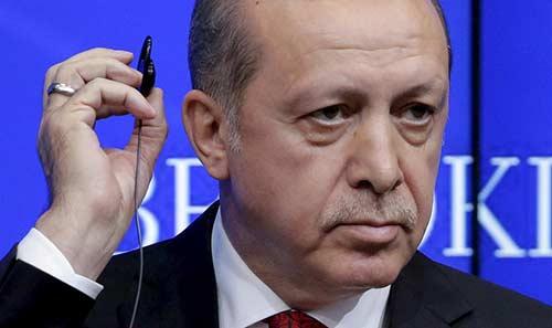 أردوغان يسجن 5 أشخاص بتهمة 'شتمه' في العالم الافتراضي