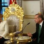ميركل تنتقد من اسطنبول سياسات اردوغان: رفع الحصانة عن ربع النواب مصدر 'قلق عميق'