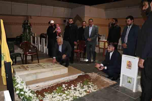 عبد اللهيان زار ضريحي القائدين مغنية وبدر الدين