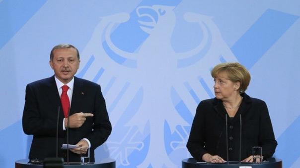 ميركل جعلت الاتحاد الأوروبي عرضة لابتزاز تركيا