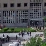 مقتل شرطي وإصابة 13 آخرين في هجوم بسيارة مفخخة بمديرية أمن غازي عنتاب جنوبي تركيا.