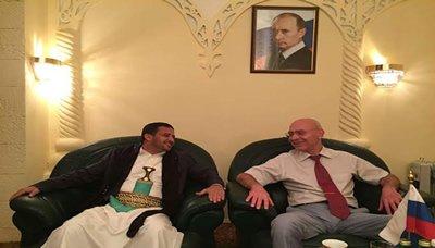 مسؤول العلاقات الخارجية لأنصار الله يلتقي القائم بأعمال السفير الروسي