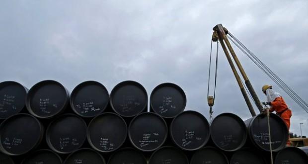 إيران تستهدف رفع إنتاج النفط لـ 4.5 مليون برميل يوميا