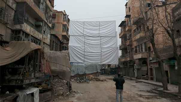 المدنيون في حلب يعانون من انقطاع الكهرباء والماء