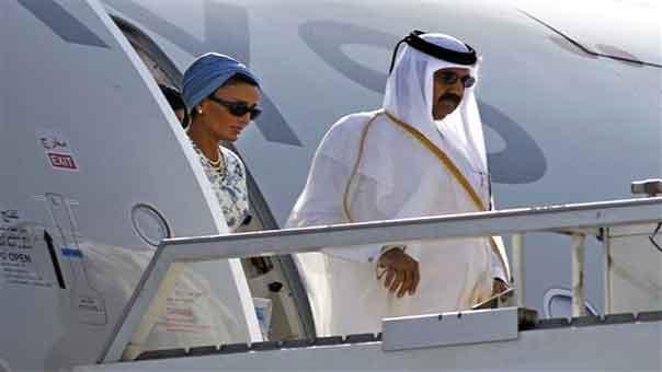 أمير قطر السابق وزوجته