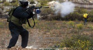 شهيد وعدد من الإصابات خلال التصدي لجنود الاحتلال قرب الخليل