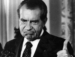 ريتشارد نيكسون 1969 ـ 1974 (الذي تورّط بفضيحة «ووترغيت» في التجسس على سياسيين أميركيين)  ■ لم أكن أكذب. بل قلتُ أشياءً اتضح لاحقاً أنها كاذبة  ■ لن أرغب بأن أكون رئيساً لروسيا فهناك، لا تعرف متى يتجسسون على كلامك.  ■ سينصفني التاريخ لكن المؤرخين لن يفعلوا، لأن معظمهم من اليسار.