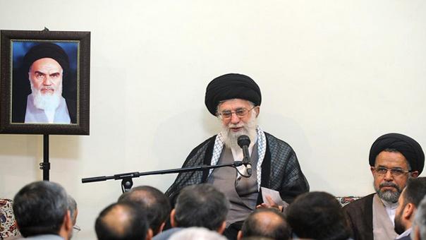 الإمام الخامنئي: يجب أن نقف على مسافة من أميركا رأس الاستکبار