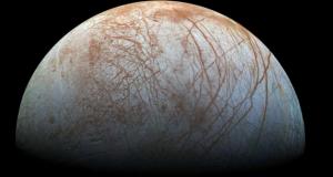 """ناسا تفجّر مفاجأة كبيرة الإثنين حول القمر """"أوروبا"""""""