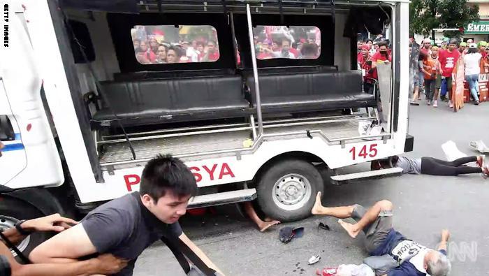 إصابة 12 شخصاً خلال تظاهرة مناهضة لأمريكا في الفلبين