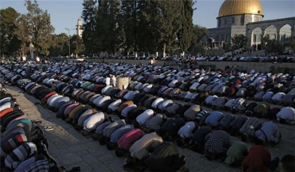 الآلاف يصلون الجمعة في #المسجد_الأقصى رغم تشديدات الاحتلال