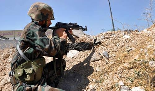 الجيش السوري يستهدف 'داعش' في حمص ودير الزور ودرعا.. ومجاهدو المقاومة يقصفون 'النصرة' في جرود عرسال