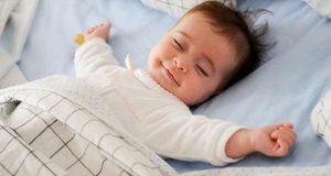 دراسة علمية: نوم الرُّضّع في غرفة الأهل يقي من متلازمة الموت الفجائي