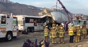مقتل 13 شخصا في تصادم بين حافلة سياح وشاحنة في كاليفورنيا