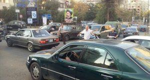 اتحادات النقل البري تقطع الطرقات في مختلف المناطق اللبنانية.. وتهديد بالتصعيد