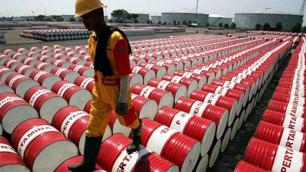 براميل من النفط