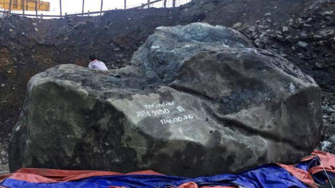 العثور على #حجر_يشب عملاق في #ميانمار