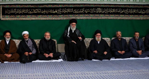 القائد: الثورة الاسلامية احدثت تغييرا عظيما من خلال ايجاد الثقة بالنفس وقطع التبعية