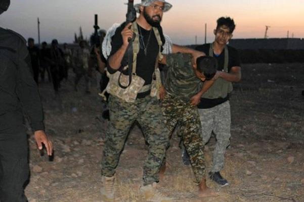 """#الجيش_السوري وحلفاؤه يأسرون عدداً من تكفيريي """"النصرة"""" جنوب حلب"""