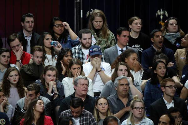 مناصرو المرشحة الديمقراطية للانتخابات الأميركية هيلاري كلينتون