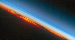 هكذا يبدو غروب الشمس من المحطة الفضائية الدولية