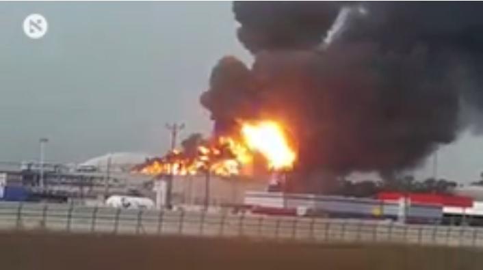 سلطات الاحتلال تخفق في السيطرة على حريق مصفاة حيفا