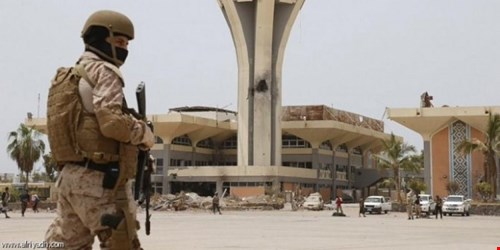 """طائرة تركية تنقل مسلحين جرحى من عدن وتنزل عناصر من """"القاعدة"""" في المدينة"""