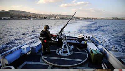 الزوارق الإسرائيلية تستهدف مراكب الصيد في قطاع غزة