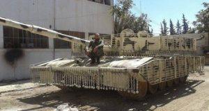 """بالفيديو.. تجربة قتالية لدبابة """"تي – 72 أم 1"""" المطوَّرة في سوريا"""