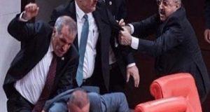 البرلمان التركي يوافق على بعض مواد التعديل الدستوري