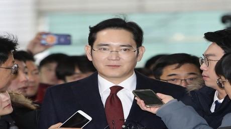 اعتقال الوريث الوحيد لسامسونغ بتهمة التورط في فضيحة فساد