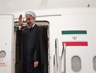 الرئيس الايراني يصل الى عمان في المحطة الاولى من جولته الخليجية