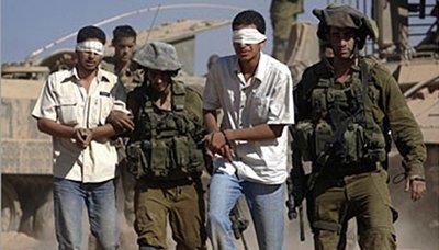 قوات الإحتلال الإسرائيلي يعتقل 16 فلسطينيا من بينهم نائب بالمجلس التشريعي