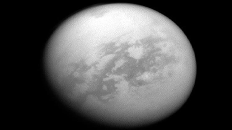 علماء الفلك: القمر تيتان يشبه الأرض في عصور سابقة