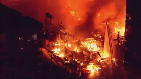 حريق كبير في مبنى قيد البناء بولاية كارولينا الشمالية