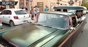 سيارة من أصل عربة للموتى تدهش سكان بلدة أرجنتينية