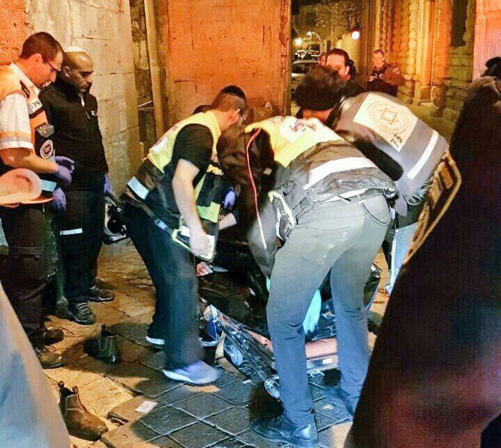 شهيد برصاص الاحتلال وإصابة جنديين بعملية طعن في القدس