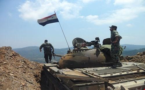 قائد ميداني: اشتباكات عنيفة على طول 30 كم على جبهة ريف حماه الغربي