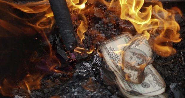 دولتان تضيّقان الخناق على الدولار!