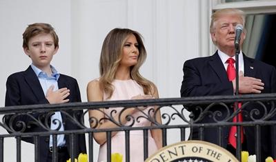 """سرعة بديهة ميلانيا """"المهاجرة"""" تُنقذ ترامب!"""