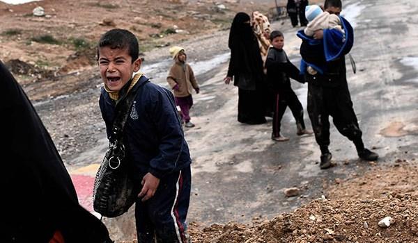 """القوات العراقية تشيد """"جسرا جديدا"""" للفارين من الموصل"""
