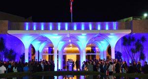 عون واللبنانية الاولى اضاءا القصر الجمهوري بالازرق
