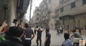 بالفيديو: جيش الإسلام وفيلق الرحمن يقتلان بالرصاص أهالي الغوطة الشرقية