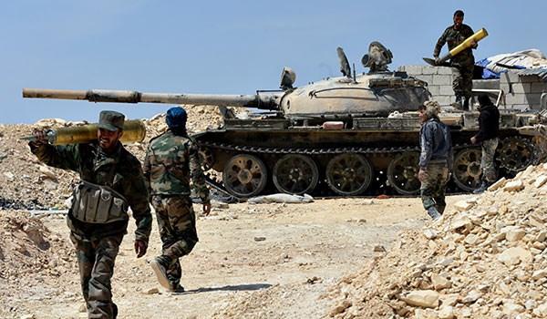 """الجيش السوري يسيطر على 3 بلدات بريف حماة الشمالي ويقتل 300 مسلح من """"النصرة"""""""
