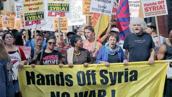 عشرات الآلاف يتظاهرون في 35 مدينة أميركية ضد العدوان على سوريا
