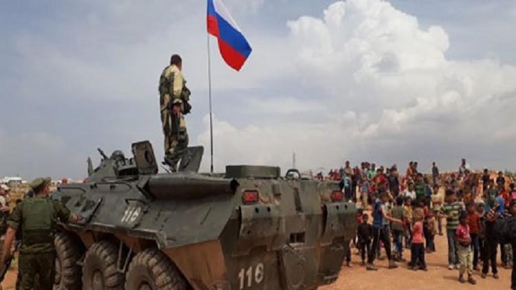 قوات روسية تتفقد مناطق طالها قصف تركي شمال سوريا
