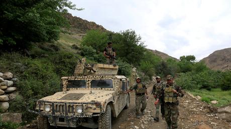 عناصر من القوات الأفغانية الخاصة يقومون بدورية في ولاية ننغارهار