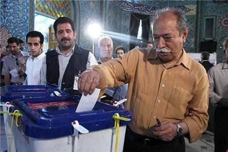 الإيرانيون يختارون رئيسهم.. إقبال كثيف وتوقعات بتمديد مهلة الإقتراع