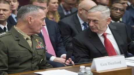 ماتيس ودانفورد أثناء جلسة استماع أمام لجنة القوات المسلحة في مجلس الشيوخ الأمريكي
